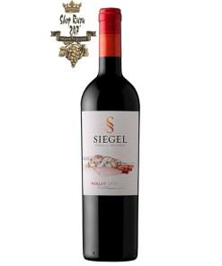 Rượu Vang Chile Đỏ Siegel Special Reserve Merlot có mầu đỏ hồng ngọc mãnh liệt. Hương thơm phức tạp của anh đào, tiêu đen