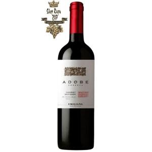 Rượu Vang Emiliana Adobe Cabernet Sauvignon có mầu đỏ của ruby. Hương thơm của trái cây tươi, anh đào và khói thuốc.