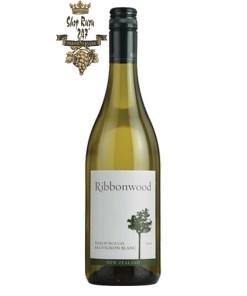 Vang New Zealand Ribbonwood Sauvignon Blanc có mầu vàng rơm đẹp mắt. Hương thơm phong phú và đa dạng của các loại trái cây