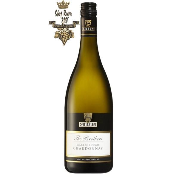 Vang Newzealand Giesen The Brothers Chardonnay có mầu vàng rơm.Mùi hương nổi bật của hạt dẻ, đá nóng, trái cây đá