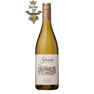 Rượu Vang Trắng Mỹ Silverado Chardonnay có màu vàng rơm. Hương thơm của các loại hoa quả như cam quýt, vani, dứa với hoa dịu nhẹ