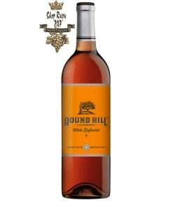 Vang Mỹ Round Hill California White Zinfandel có mầu hồng xinh đẹp. Hương thơm tinh tế của dâu tây chín, chanh và dưa hấu