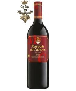 Vang Tây Ban Nha Marques de Caceres Crianza Rioja DOC có màu đỏ ruby đậm. Hương thơm lan tỏa của quả mọng đỏ cùng gợi ý của vani