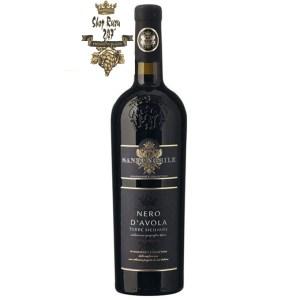 Rượu Vang Đỏ Santi Nobile Nero DAvola có mầu đỏ đẹp mắt. Hương thơm mạnh mẽ của trái cây kết hợp với hoa quả tươi tốt.