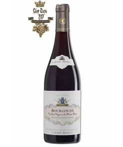 Bourgogne Vieilles Vignes de Pinot Noir Albert Bichot có mầu đỏ đẹp mắt. Hương thơm hấp dẫn của các loại trái cây đỏ như mận, nho đỏ, nho đen.