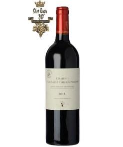 Château Clos Saint Emilion Philippe Saint Emilion Grand Cru có mầu đỏ anh đào đẹp mắt. Hương thơm của quả mọng đỏ tươi, vòm miệng cho thấy sự cân bằng tốt,