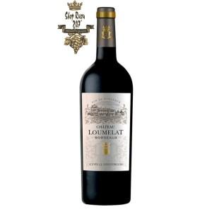 Rượu Vang Pháp Đỏ Chateau Loumelat red Bordeaux có màu đỏ ruby mạnh mẽ. Hương thơm nồng nàn của quả mọng đỏ, đặc biệt là quả mâm xôi