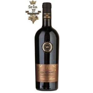 Rượu Vang Ý Đỏ Giordano Terre Siciliane Nero DAvola Cabernet Sauvignon có màu đen đỏ thẫm. Hương thơm tinh tế của mâm xôi, anh đào và cam thảo