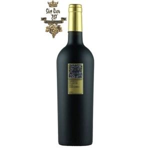 Rượu Vang Đỏ Serpico Irpinia Aglianico Grape Aglianico có mầu đỏ đẹp mắt. Hương thơm phức tạp và bùng nổ với mứt anh đào, gia vị ngọt, cam thảo,