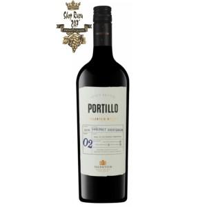 Portillo Cabernet Sauvignon có mầu đỏ hồng ngọc tươi sáng. Hương thơm của trái cây đỏ nổi bật, hạt tiêu, ớt , quả mâm xôi.
