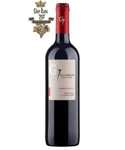 Chile G7 Cabernet Sauvignon có mầu đỏ đậm đặc với ánh xanh nhạt. Hương thơm tinh tế của anh đào, nho đen và quả việt quất trộn với socola ngọt ngào