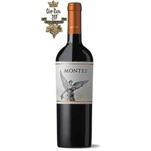Chile Montes Classic Series Malbec có mầu đỏ đậm rõ ràng. Hương thơm của nước ép nam việt quất,socola,cafe, anh đào đen, quả mâm xôi.