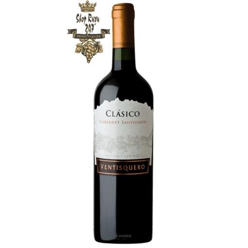Chile Ventisquero Clasico Cabernet Sauvignon có mầu đỏ hồng đậm. Hương thơm tuyệt vời nổi bật của các loại trái cây mầu đỏ như mâm xôi, dâu tây và nho đen.