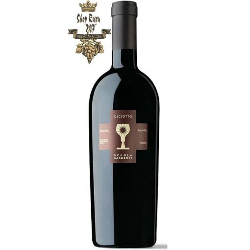 Rượu Vang Đỏ 18 Độ Diciotto Chén Thánh có mầu đỏ ruby đậm sâu. Hương thơm phức hợp của những nền lá mục ,chocolate đen, cafe cháy, thuốc lá và hoa hồng.