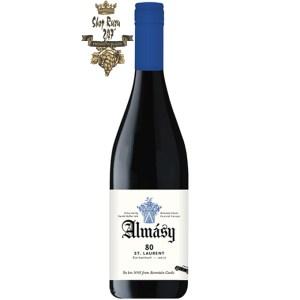 Almásy Zweigelt 2019 có màu tím đậm, cấu trúc nhưng mượt mà với hương vị cherry đậm đặc trưng (tương tự Pinot Noir). Dâu đen, khói và gia vị cũng thường được trưng bày. Rượu vang được trưởng thành trong gỗ sồi và cho thấy khả năng lão hóa tốt.