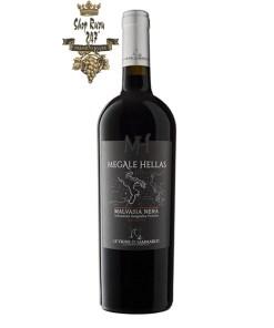 Rượu Vang Đỏ Le vigne di Sammarco Megale Hellas Malvasia Nera có màu đỏ hồng, mãnh liệt. Hương thơm của của anh đào, đinh hương và trái cây chín đỏ mở ra