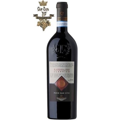 Rượu Vang Đỏ Pieve San Vito Bardolino Classico có mầu đỏ đậm sáng. Hương thơm của các loại quả như anh đào, mận chín cùng gợi ý của vani và socola.