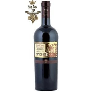 Rượu Vang Đỏ Le vigne di Sammarco Arche Primitivo di Manduria có mầu hồng đậm đỏ. Chai rượu vang này được lão hóa 12 tháng trong thùng gỗ sồi của Pháp