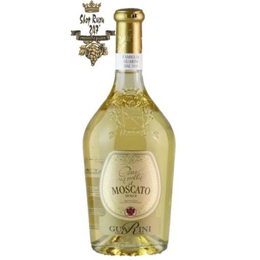 Cera una Volta Moscato Frizzante có mầu vàng rơm đẹp mắt. Hương thơm của hoa quả nhiệt đới cùng với ghi chú của gia vị.