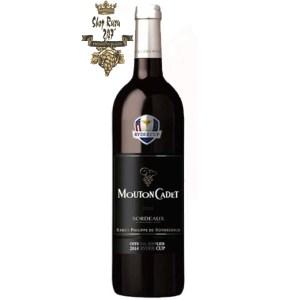 Baron Philippe de Rothschild Mouton Cadet Ryder Cup Bordeaux có mầu đỏ mãnh liệt. Hương thơm phức tạp và mãnh liệt của trái cây cùng gợi ý của hương gỗ sồi