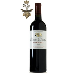 Rượu Vang Đỏ CHÂTEAU BONALGUE có mầu đỏ tươi sáng. Được làm bằng 90% Merlot và 10% Cabernet Franc, rượu được ủ