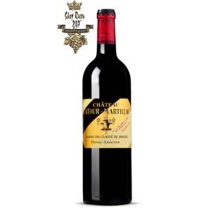Rượu Vang Đỏ Chateau Latour Martillac 2014 có mầu đỏ đậm. Hương thơm của hoa quả, trái cây chín đỏ như anh đào, mận chín, dâu tây