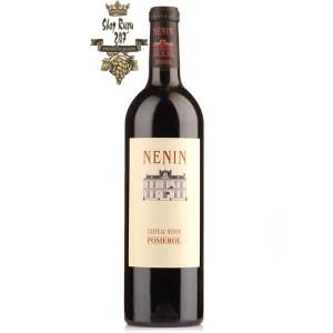 Chateau Nenin Pomerol có mầu đỏ đậm đẹp mắt. Hương thơm là sự kết hợp của anh đào đen, mận, cam thảo, mâm xôi, dâu tây, anh đào cùng gợi ý của hương thuốc lá.