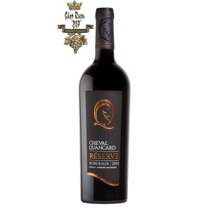 Rượu Vang Đỏ Pháp Cheval Quancard Reserve Merlot Cabernet có mầu đỏ đẹp mắt. Hương thơm của các loại trái cây