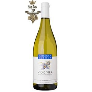 Rượu có màu vàng sáng quyện với ánh xanh lá cây. Chúng bộc lộ lên khứu giác người dùng với hỗn hợp hương thơm của trái cây nhiệt đới khiến người ta thổn thức.