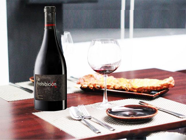 Rượu Vang Tây Ban Nha La Prohibicion Trên Bàn Tiệc