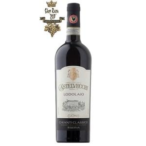 Rượu Vang Đỏ Castelvecchi Riserva Chianti Classico Lodolaio có mầu đỏ tươi ánh tím. Hương thơm tươi mát và phức tạp của trái cây mãnh liệt