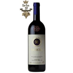 Rượu Vang Sassicaia Bolgheri D.O.C có mầu đỏ hồng ngọc mãnh liệt. Hương thơm của các loại hoa quả chín đỏ, quả mọng cùng các gợi ý của thảo mộc