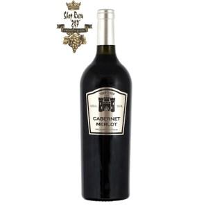 Rượu Vang Ý Torrid Oro DOC Cabernet Merlot có màu đỏ hồng ngọc sâu. Hương thơm mãnh liệt của trái cây chín đỏ và dư vị thực vật thú vị.