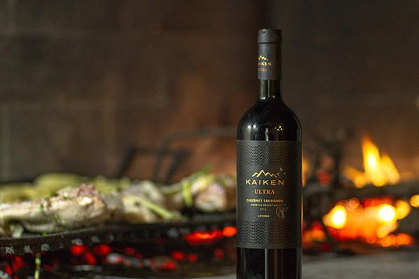 Rượu Vang Đỏ Kaiken Ultra Cabernet Sauvignon có mầu đỏ hồng ngọc rất đẹp. Hương vị của quả mọng đỏ, gia vị, thuốc lá