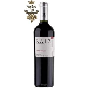 Raiz Cabernet Sauvignon có màu đỏ sẫm đẹp mắt. Có vị chát nhẹ tinh tế, tao nhã cùng hương thơm của các loại hoa quả vùng nhiệt đới