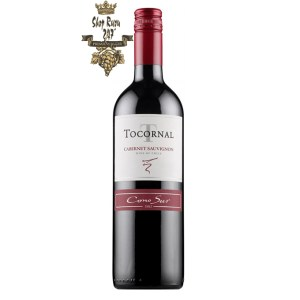 Cono Sur Tocornal Cabernet Sauvignon có mầu đỏ ruby ánh tím sáng. Hương thơm của các loại trái cây mầu đỏ và mận cũng như các gợi ý về socola