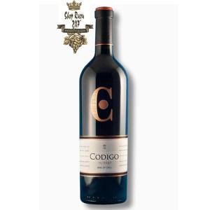Rượu Vang Chile Đỏ Codigo Limited có mầu đỏ đậm anh đào mãnh liệt. Hương thơm phức tạp của các loại trái cây đen chín