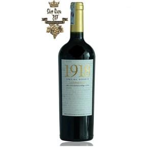 Rượu Vang Đỏ 1918 Special Reserve Carmenere có mầu đỏ ruby quyến rũ. Hương thơm phức tạp và tinh tế của quả mâm xôi, thuốc lá