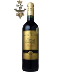 Rượu Vang Đỏ Chateau Lamothe Castera có màu đỏ đậm. Hương thơm lan tỏa quyến rũ của bó hoa tươi, trái cây cùng gợi ý