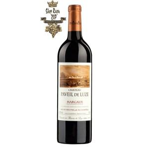 Rượu Vang Đỏ Chateau Paveil de Luze Margaux Cru Bourgeois có mầu đỏ anh đào đẹp mắt. Hương thơm lan tỏa của quả mọng đen, gia vị, gỗ sồi