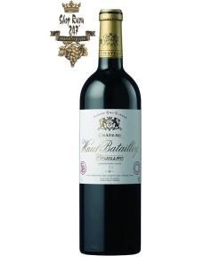 Vang Đỏ Chateau Haut Batailley Pauillac Bordeaux 2013 có mầu đỏ đậm sâu. Hương thơm ngọt ngào của các loại trái cây chín đỏ