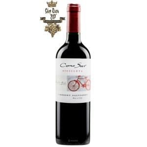 Rượu Vang Đỏ Cono Sur Bicicleta Cabernet Sauvignon có mầu đỏ hồng tươi sạch sẽ. Hương thơm của trái cây như mận, quả mọng