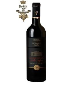Rượu Vang Đỏ Cuvee Privee Du Chateau Leoville có mầu đỏ ruby mãnh liệt cùng ánh garnet. Hương thơm tinh tế của các loại quả mọng đen