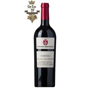 Rượu Vang Đỏ Gerard Bertrand Terroir AOP Corbieres có mầu đỏ đậm đặc. Hương thơm phức tạp của trái cây đen, phúc bồn tử cùng gợi ý của gia vị