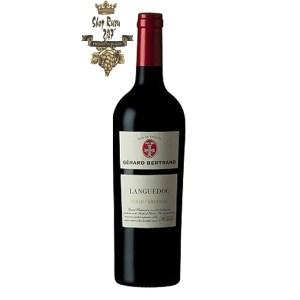Rượu Vang Đỏ Gerard Bertrand Terroir AOP Languedoc có mầu đỏ đậm ánh tím. Hương thơm của hoa quả rừng phong phú, cây xô thơm, hung tây