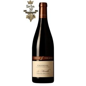 Rượu Vang Đỏ Gigondas Les Murailles Ferraton Pere & Fils có mầu đỏ granet đậm. Hương thơm phức tạp của anh đào chín, gia vị và hạt tiêu đen