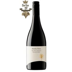 Rượu Vang Đỏ Hentley Farm The Stray Mongrel có mầu đỏ đậm. Hương thơm ngon ngọt tuyệt vời với mận, quả việt quất,