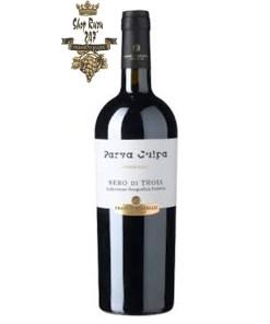 Rượu Vang Đỏ Le vigne di Sammarco Parva Culpa Nero di Troia Puglia có mầu đỏ đậm sâu ánh tím. Hương thơm nhẹ nhàng của trái mâm xôi, hoa violet,