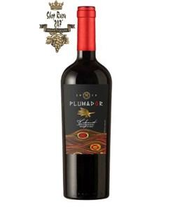 Rượu Vang Đỏ Plumador Cabernet Sauvignon Invinacó mầu đỏ sánh đong đầy ánh ruby hồng ngọc. Hương thơm của các loại trái cây