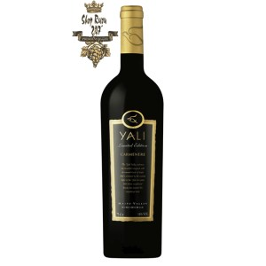 Rượu Vang Đỏ Yali Limited Edition Carmenere có mầu đỏ anh đào mạnh mẽ ánh tím. Hương thơm phức tạp bắt đầu bằng trái cây đen như quả mâm xôi